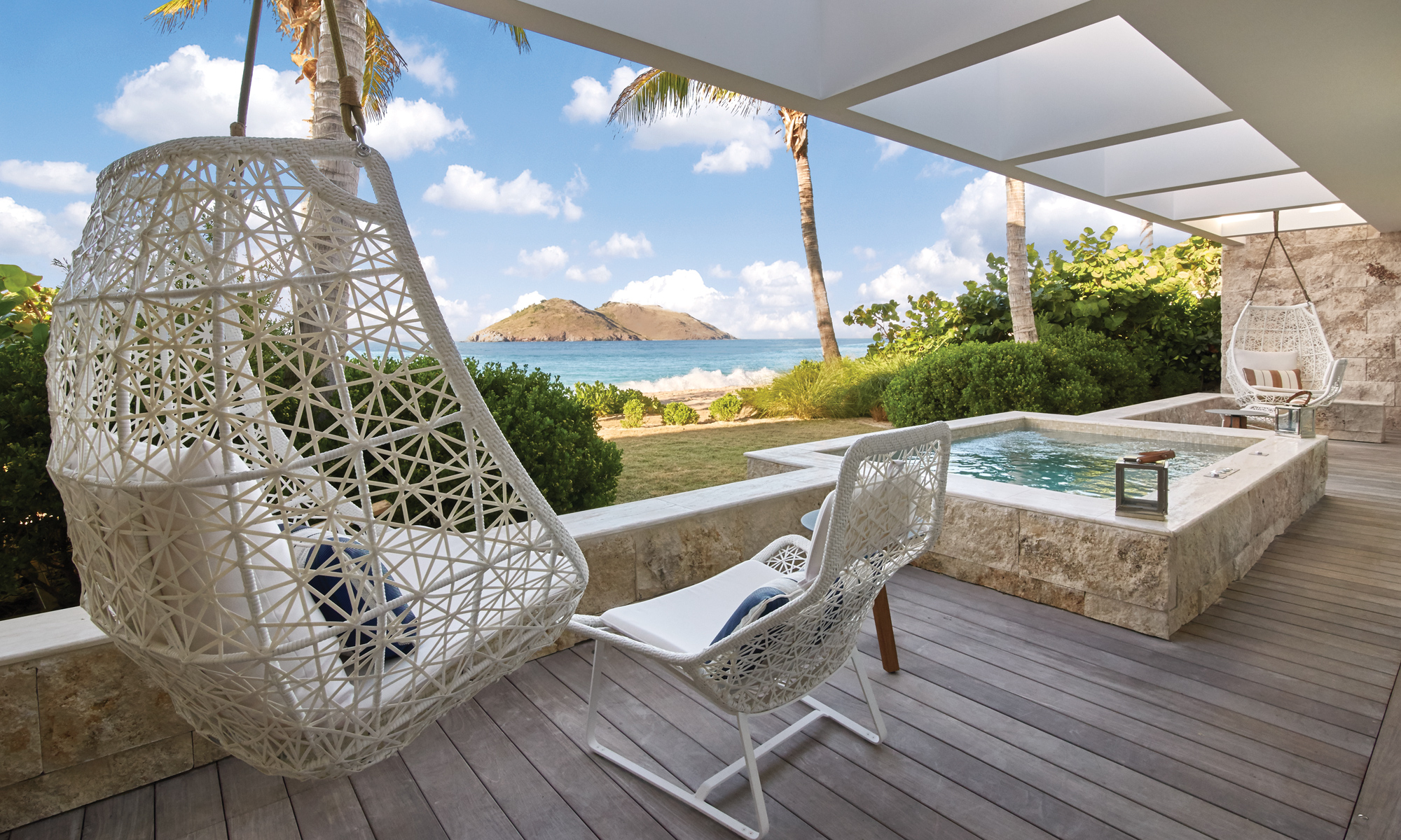Private terrace with hot tub and direct access to Flamands beach.